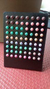 Piercings boules colorées